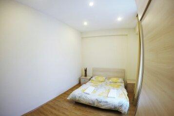 3-комн. квартира, 85 кв.м. на 4 человека, улица Павла Ингороквы, 19, Тбилиси - Фотография 1