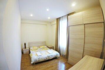 3-комн. квартира, 85 кв.м. на 4 человека, улица Павла Ингороквы, Тбилиси - Фотография 2