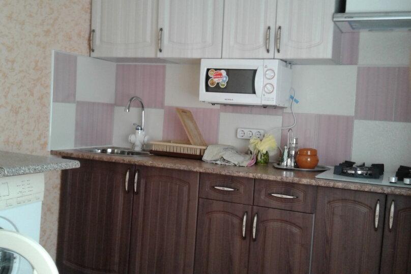 2 отдельных номера(один номер на 3-4 человека) со своей кухней на втором этаже., улица Шершнёва, 5, Коктебель - Фотография 3