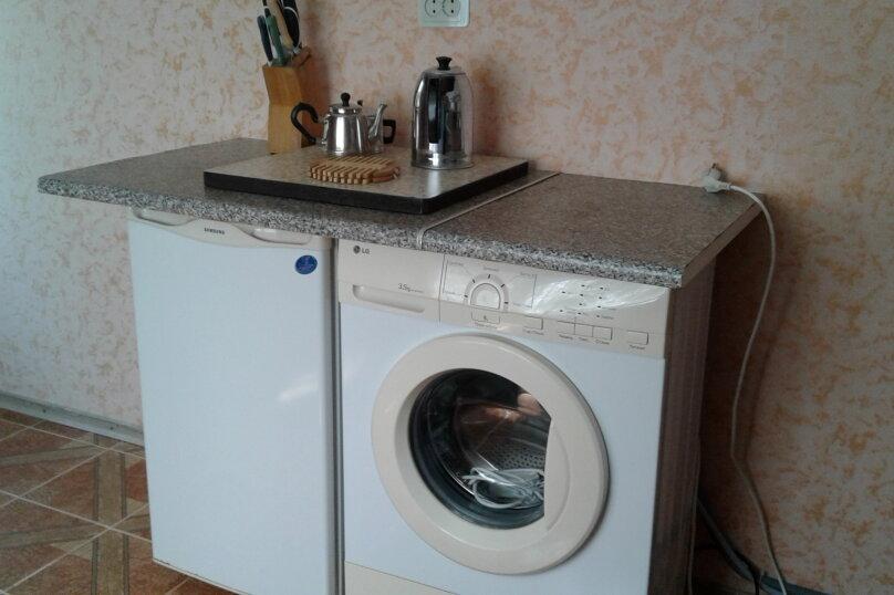 2 отдельных номера(один номер на 3-4 человека) со своей кухней на втором этаже., улица Шершнёва, 5, Коктебель - Фотография 4