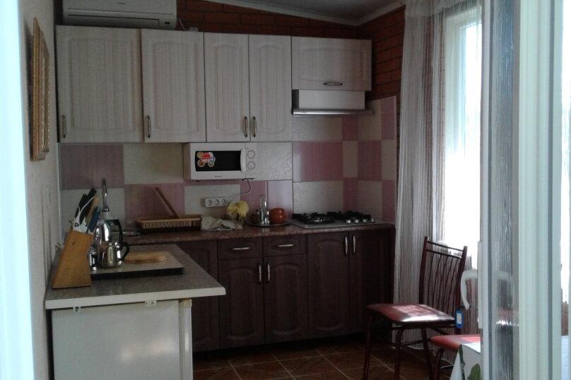 2 отдельных номера(один номер на 3-4 человека) со своей кухней на втором этаже., улица Шершнёва, 5, Коктебель - Фотография 5