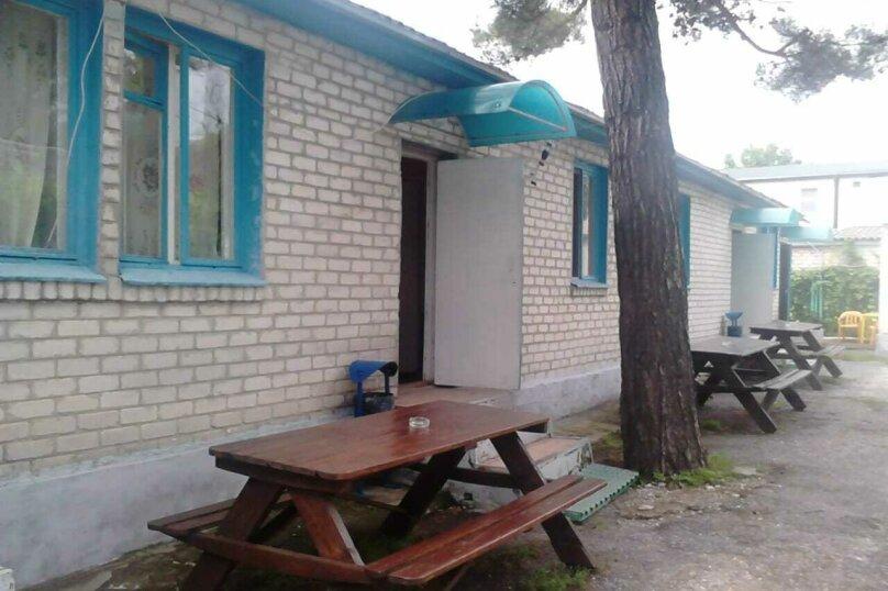 """Гостевой дом """"Приморье"""", Пограничная улица, 20 на 16 комнат - Фотография 1"""
