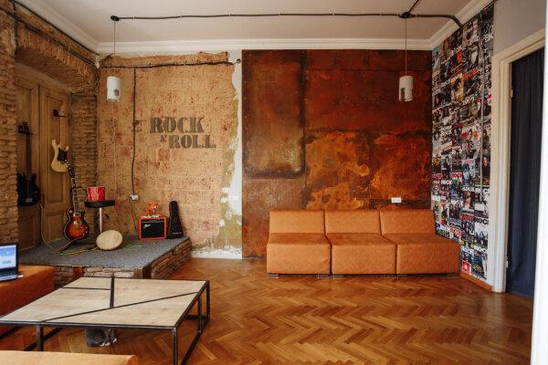 """Хостел """"Wine Khinkali Rock&Roll"""", улица Арсена, 24 на 15 номеров - Фотография 1"""