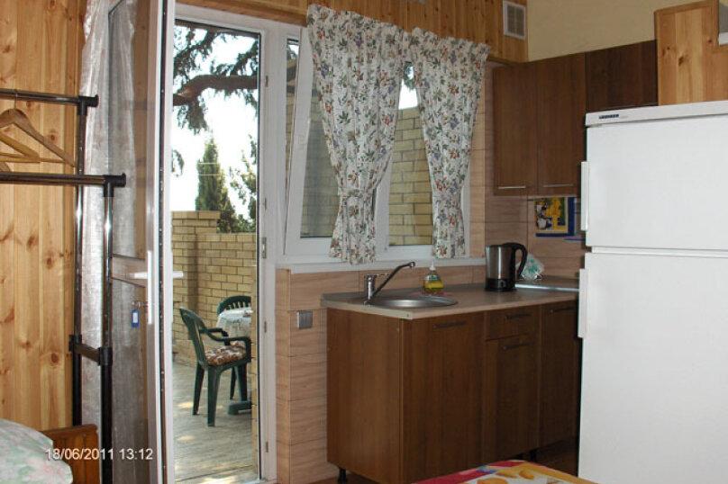 Квартира на  1-4 человек в частном секторе, 300 м от пляжа, 18 кв.м. на 4 человека, 1 спальня, улица Ленина, 48, Алупка - Фотография 3