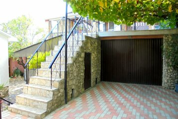 Двухкомнатный домик с террасой на 3-7 человек., 65 кв.м. на 7 человек, 2 спальни, Военно-морской переулок, 9, Феодосия - Фотография 2