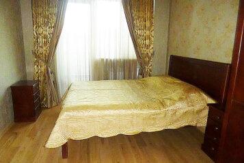 3-комн. квартира, 110 кв.м. на 4 человека, улица Солико Вирсаладзе, 2/4, Тбилиси - Фотография 1
