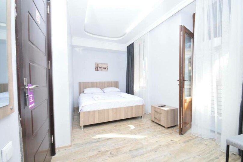 Стандартный двухспальный номер с большой кроватью, улица Звиада Гамсахурдия, 29, Батуми - Фотография 1