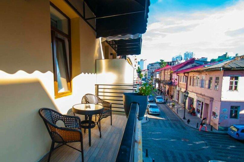 """Отель """"Batu"""", улица Звиада Гамсахурдия, 29 на 11 номеров - Фотография 4"""
