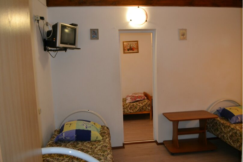 Двухкомнатный номер с кухней во дворе, Таманский проезд, 3, село Сукко - Фотография 1