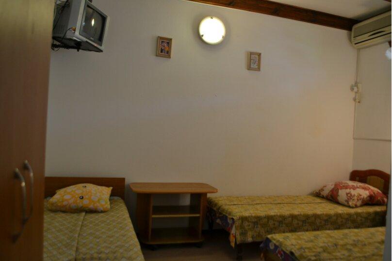 Однокомнатный трехместный с кухней во дворе, Таманский проезд, 3, село Сукко - Фотография 1