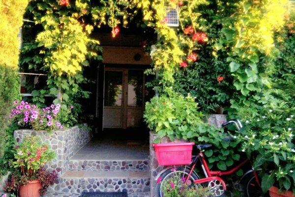 Гостевой дом, Парниковая, 2 на 5 номеров - Фотография 1