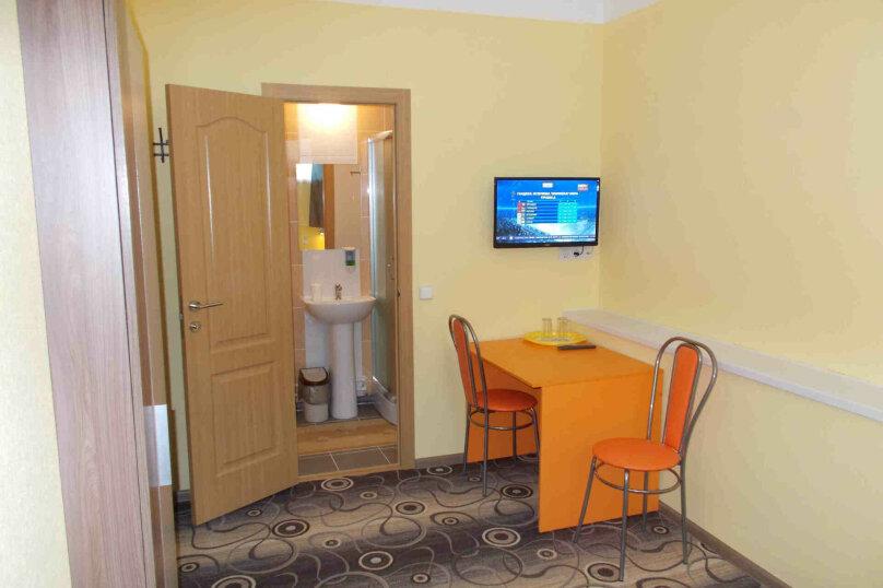 Двухместный номер с собственной ванной комнатой, ул. Уральских рабочих, 50а, Екатеринбург - Фотография 8