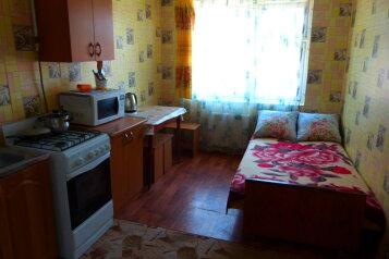 2-комн. квартира, 30 кв.м. на 5 человек, Красноармейская улица, Евпатория - Фотография 1
