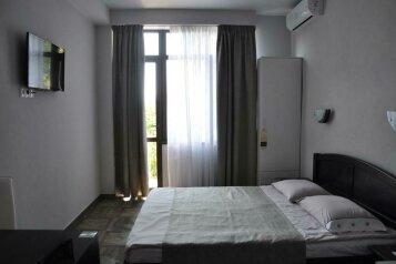 Улучшенный двухместный номер с 1 кроватью:  Номер, 2-местный, 1-комнатный, Гостиница, Киевский переулок, 9 на 7 номеров - Фотография 4