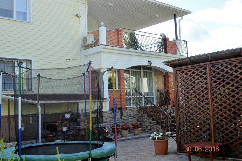 """Гостевой дом """"Семейная гавань"""", Новая улица, 12 на 15 комнат - Фотография 1"""