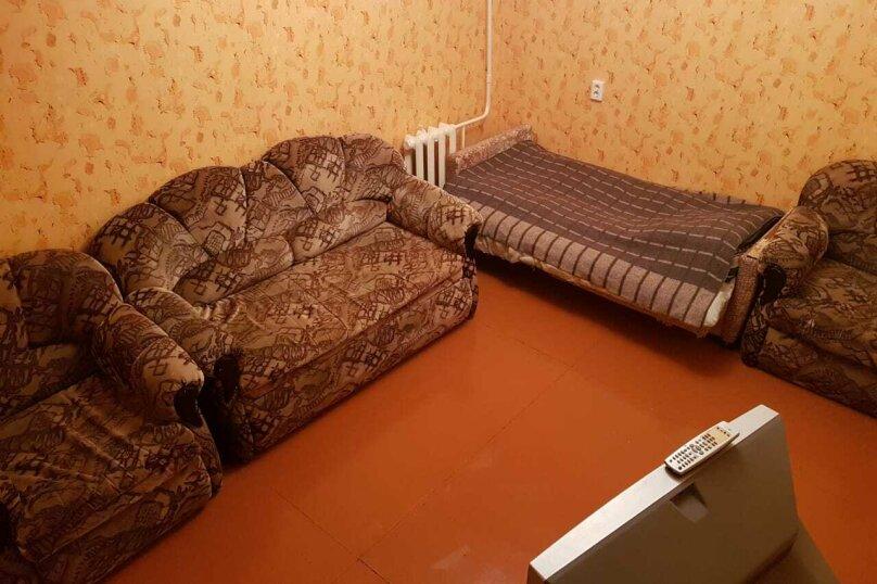 3-комн. квартира, 62 кв.м. на 7 человек, Ленинградская, 23, Кировск - Фотография 9