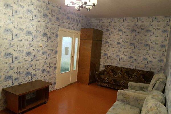 3-комн. квартира, 62 кв.м. на 7 человек, Ленинградская, 23, Кировск - Фотография 1