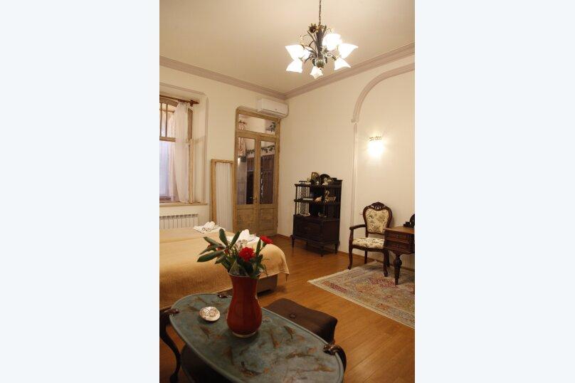 3-комн. квартира, 300 кв.м. на 4 человека, проспект Шота Руставели, 46, Тбилиси - Фотография 48