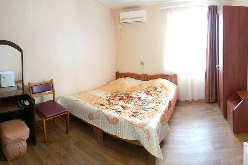 Двухместный номер с раздельными кроватями, улица Ленина, 21, Морское - Фотография 1