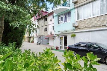 Гостевой дом , улица Гагариной на 4 номера - Фотография 1