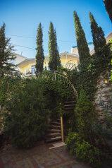 Комфортабельный дом 240 кв, 240 кв.м. на 8 человек, 4 спальни, мкрн Волна Восточная набережная, 4а, Алушта - Фотография 2