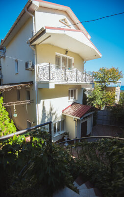Комфортабельный дом 240 кв, 240 кв.м. на 8 человек, 4 спальни, мкрн Волна Восточная набережная, 4а, Алушта - Фотография 1