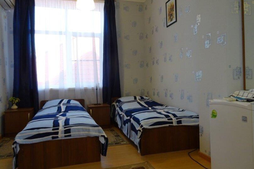 Стандартный двухместный номер с двумя кроватями, Школьная, 16-Б, Голубицкая - Фотография 1