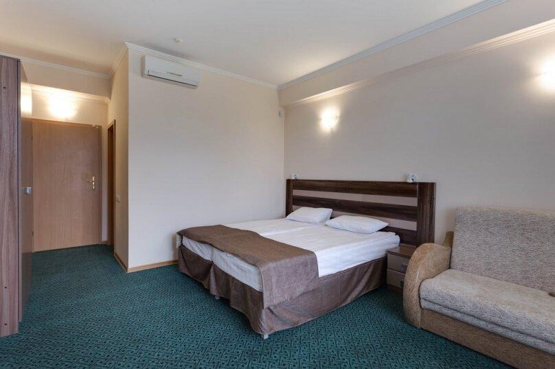 Улучшенный стандарт с балконом с 2-мя односпальными кроватями, улица Маяковского, 2, Евпатория - Фотография 3
