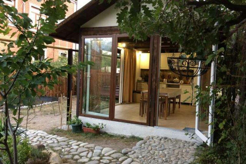 «Дубовый двор», 100 кв.м. на 9 человек, 3 спальни, улица Макаровой, 16, Геленджик - Фотография 1