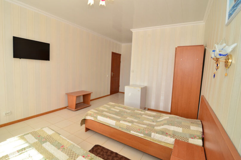 2-комнатный 5-местный номер, Курортная улица, 9, Заозерное - Фотография 1