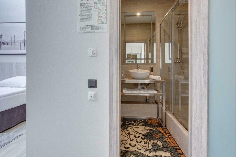 Стандартный двухместный номер с двумя раздельными или одной двуспальной кроватями с мансардными окнами, Приморский проспект, 72А, Санкт-Петербург - Фотография 1