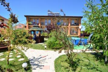 Гостевой дом в Заозерном, Курортная улица, 9 на 23 номера - Фотография 1