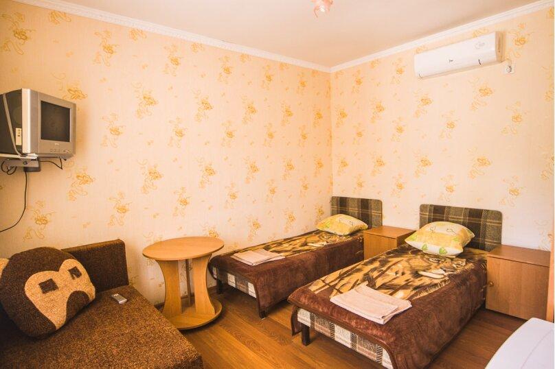 2-3-х местный  с удобствами в номере на 2-ом этаже, улица Стамова, 9, Коктебель - Фотография 1