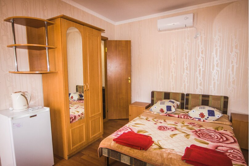 2-х местный с удобствами в номере на 1-ом этаже, улица Стамова, 9, Коктебель - Фотография 1