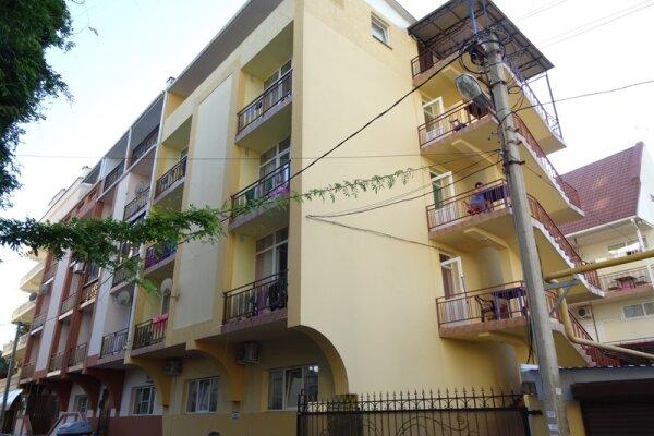 Гостиница, переулок Богдана Хмельницкого, 3 на 13 номеров - Фотография 1