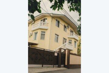 """Гостевой дом """"На Цветочной"""", Гиацинтовая улица, 7 на 10 комнат - Фотография 1"""