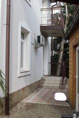 Квартиры в частном доме, улица Водовозовых, 8 на 6 номеров - Фотография 3