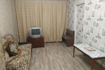 2-комн. квартира, 56 кв.м. на 4 человека, переулок Юннатов, 18, Керчь - Фотография 1