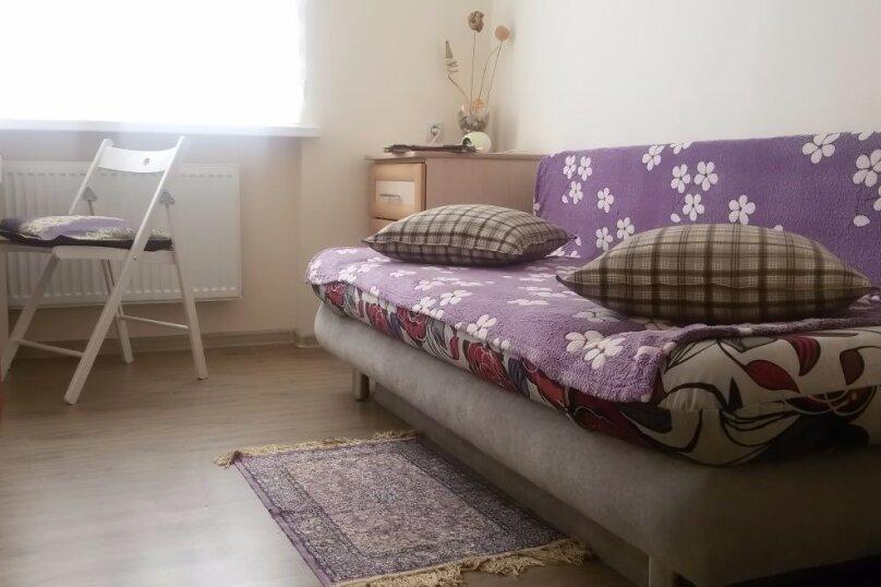 3-комн. квартира, 51 кв.м. на 4 человека, улица Братьев Кошевых, 13, Приморско-Ахтарск - Фотография 1