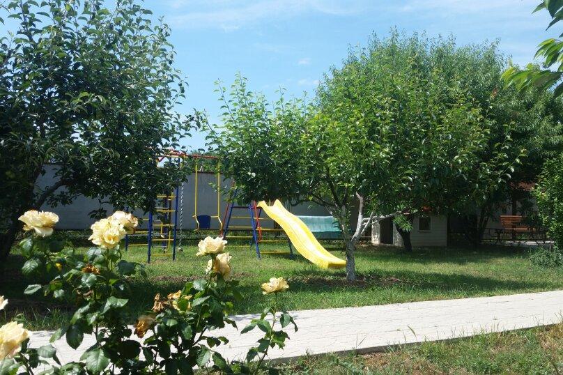 Двухэтажный дом с кухней и бассейном, 80 кв.м. на 6 человек, 1 спальня, Ленина, 131, Кучугуры - Фотография 2