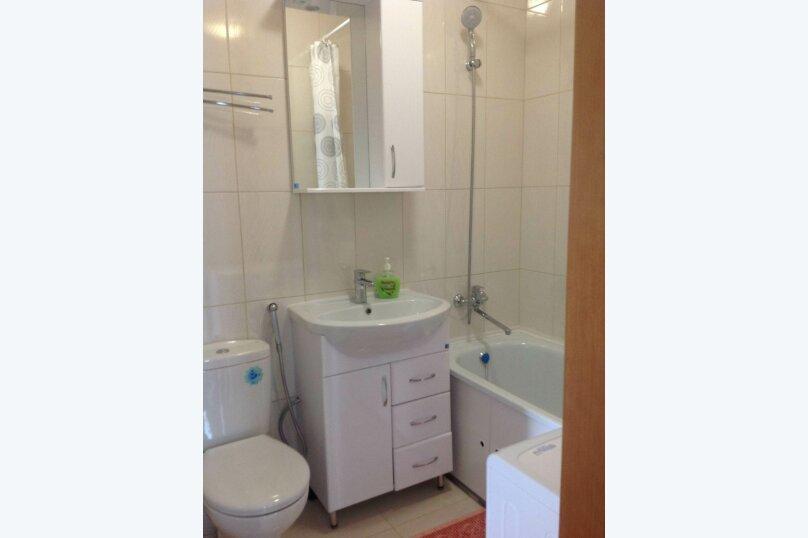 Двухэтажный дом с кухней и бассейном, 80 кв.м. на 6 человек, 1 спальня, Ленина, 131, Кучугуры - Фотография 15