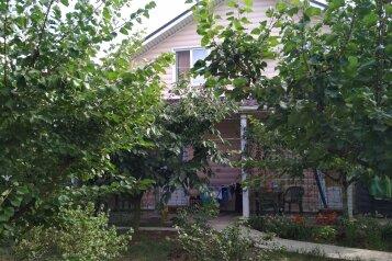 Двухэтажный дом с кухней и бассейном, 80 кв.м. на 6 человек, 1 спальня, Ленина, Кучугуры - Фотография 1