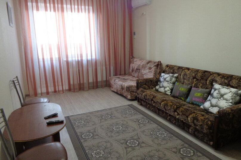 2-комн. квартира, 65 кв.м. на 6 человек, проспект Ленина, 52А, Новороссийск - Фотография 2
