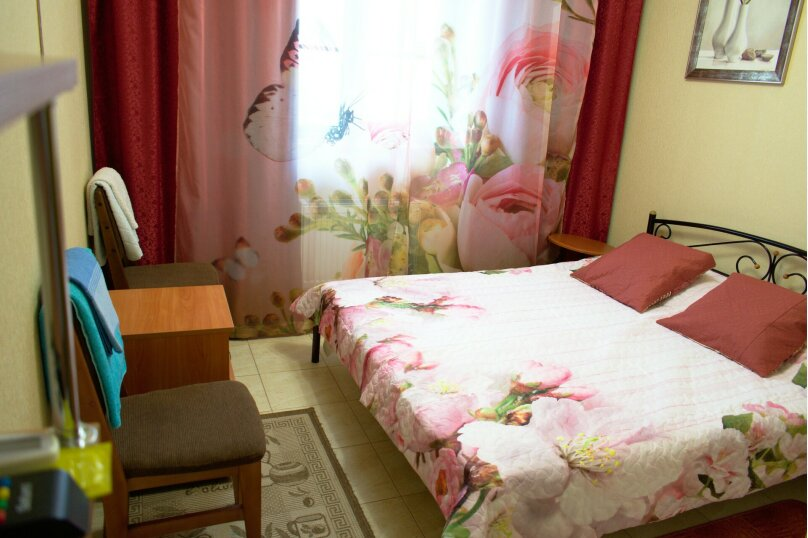 2-х местный стандарт №1 (большая кровать), Насыпная, 10, Феодосия - Фотография 1