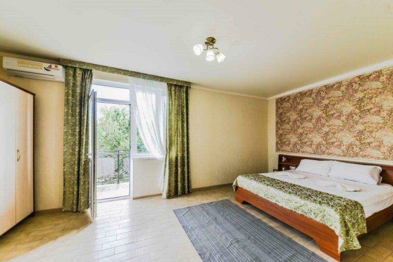 Комната Семейный люкс с балконом , улица Комарова, 11А, Витязево - Фотография 1