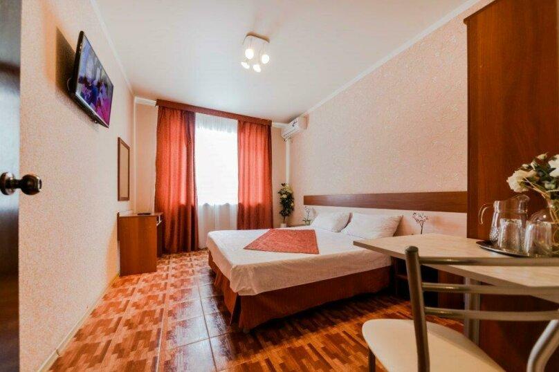Семейный 2-х комнатный , улица Комарова, 11А, Витязево - Фотография 1