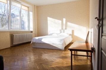 2-комн. квартира, 60 кв.м. на 6 человек, бульвар Мулявина, 5, Минск - Фотография 1