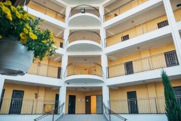 Отель, Светлая, 1 на 46 номеров - Фотография 1