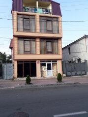 """Гостевой дом """"George Dom"""", Сухумская улица, 22 на 5 номеров - Фотография 1"""