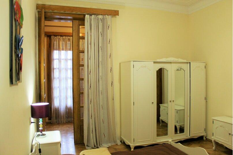 4-комн. квартира, 140 кв.м. на 8 человек, проспект Шота Руставели, 1, Тбилиси - Фотография 13